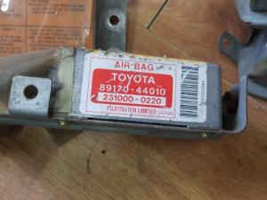 блок SRS Toyota Ipsum