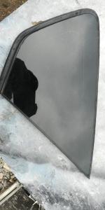 стекло собачника Toyota Prius
