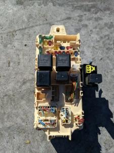 блок предохранителей Mitsubishi Pajero iO