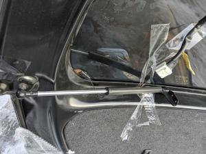 амортизатор задней двери Toyota bB