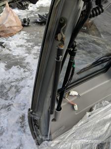 амортизатор задней двери Nissan Cube