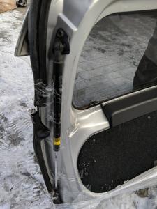 амортизатор задней двери Toyota Aqua