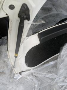 амортизатор багажника Toyota Aqua