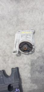 подушка двигателя Mitsubishi Dion