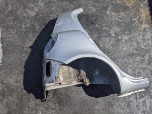 крыло Toyota Vitz