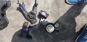 подушка двигателя Toyota Corolla Fielder