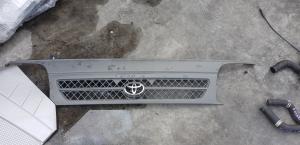 решетка радиатора Toyota Hiace