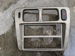 консоль магнитофона Mitsubishi Pajero iO