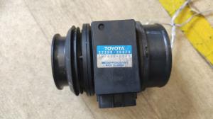 датчик расхода воздуха Toyota Land Cruiser Prado