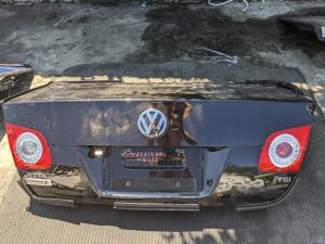 крышка багажника Volkswagen Jetta