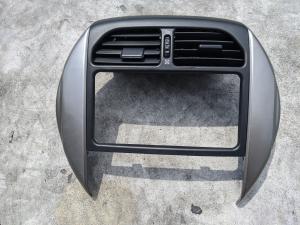 консоль магнитофона Toyota RAV4