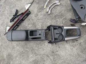 бардачок между сиденьями Toyota RAV4