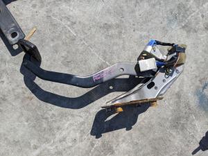 педаль тормоза Toyota RAV4
