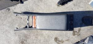 бардачок между сиденьями Mercedes-Benz E240