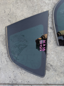 стекло собачника Toyota Vanguard