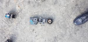 подушка двигателя Toyota Corolla Axio