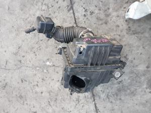 корпус воздушного фильтра Nissan Serena