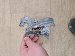 крепление магнитофона Toyota Porte